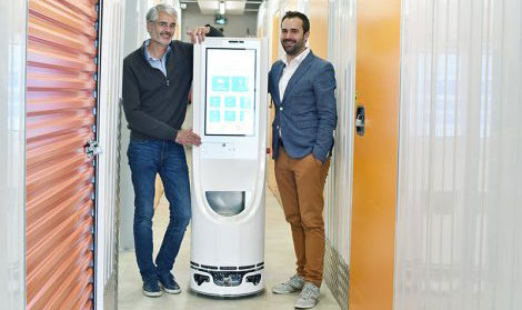 A Toulouse, Keylo, le robot qui accueille les patients